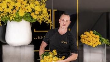 Jeff Leatham with yellow roses