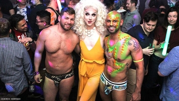 86 Pics of Guys Stripped and Showing It Off for Mardi Gras in Chicago