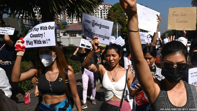 female bodybuilders join the Myanmar protests