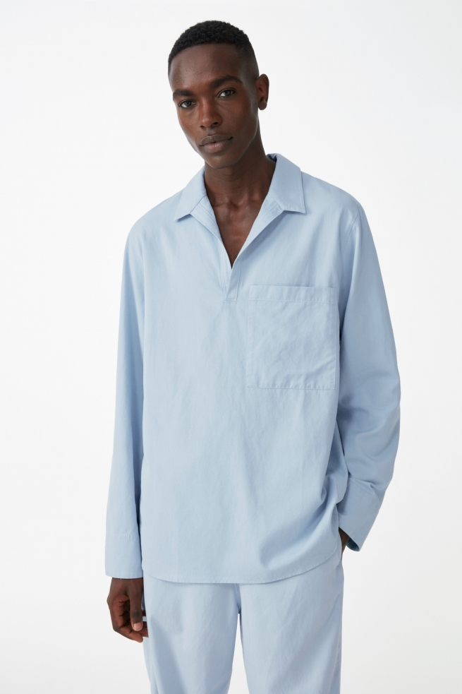 Organic open collar V-neck shirt