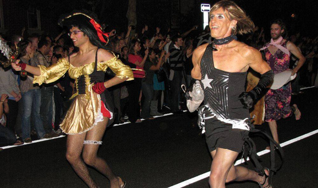 Tis' the Season for Sprinting Drag Queens in Dusseldorf