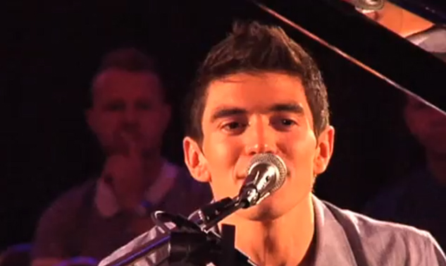 VIDEO: 'All-American Boy' Steve Grand Performs in Chicago