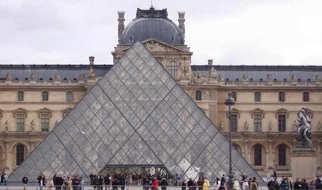 The Louvre Closed Because of Pickpockets