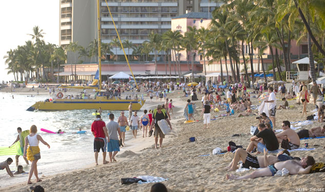Waikiki Cleans Up for Tourists by Ticketing Homeless