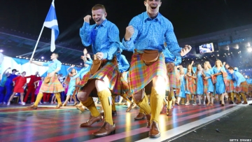 PHOTOS: Barrowman Frenches Guy as Commonwealth Games Begin in Scotland